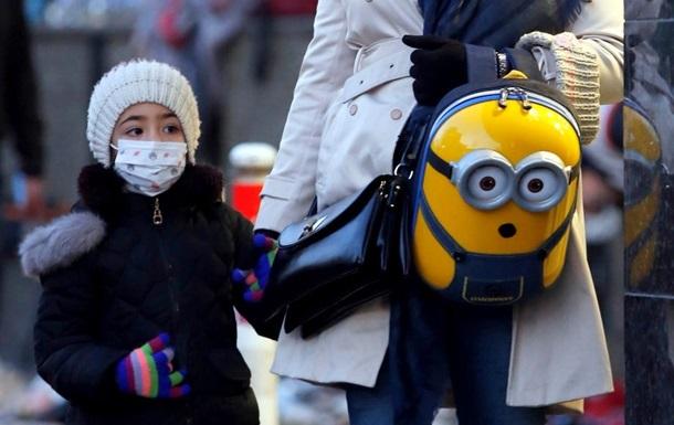 Симптоми коронавірусу у дітей такі ж, як і в дорослих. Йдеться про лихоманку, кашель і нежить.