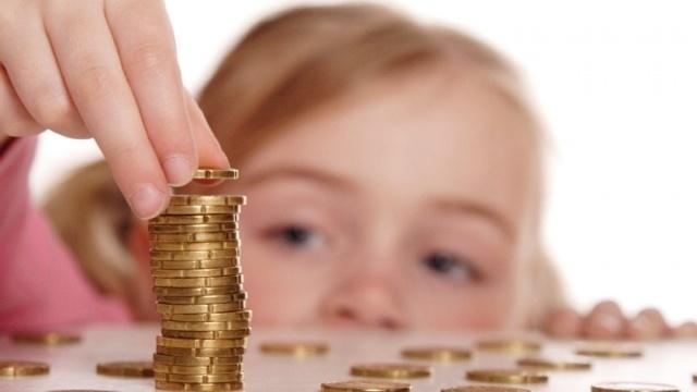 Багатодітні сім'ї отримуватимуть 1700 грн на місяць на кожну дитину, починаючи з третьої.
