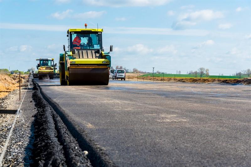 Золоті ями: при ремонті доріг в Україні на 1 км крадуть близько мільйона гривень