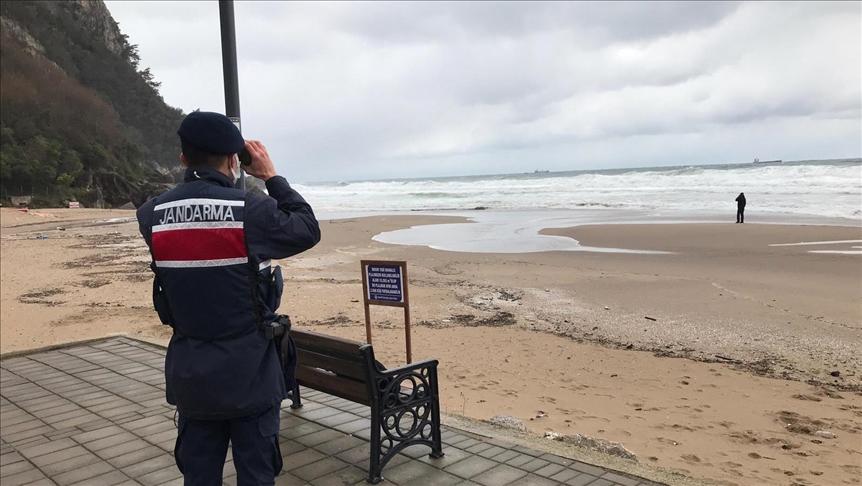 У Чорному морі біля берегів турецької провінції Бартин затонув суховантаж Arvin. На його борту перебували десять українців та двоє іноземців. Унаслідок катастрофи загинули щонайменше дві людини.