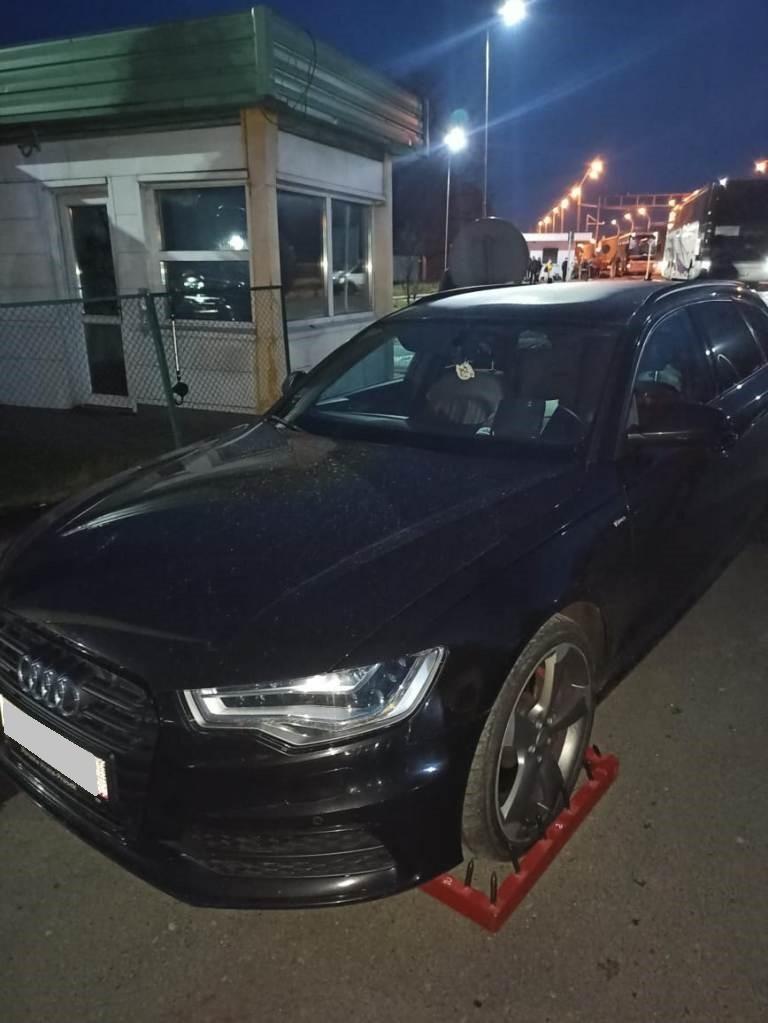 Учора ввечері військовослужбовці Чопського загону завадили спробі незаконного ввезення в Україну легкового автомобіля «Audi» чеської реєстрації.
