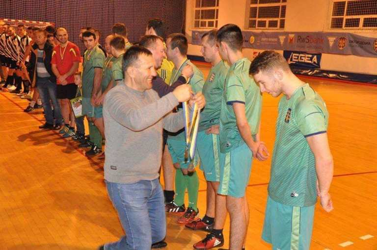 На Ужгородщині провели традиційний чемпіонат району з міні-футболу. Змагання розпочались о 10-ій ранку і завершились о 20-ій.