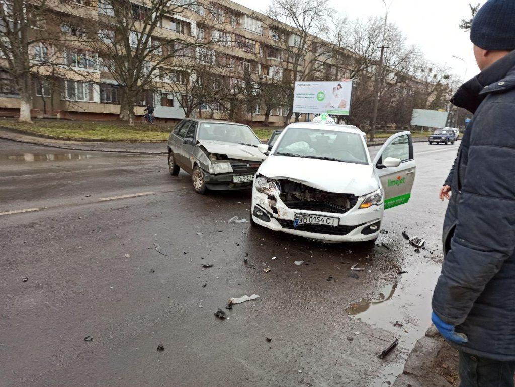 Утром в Ужгороде на улице 8 марта произошла авария.