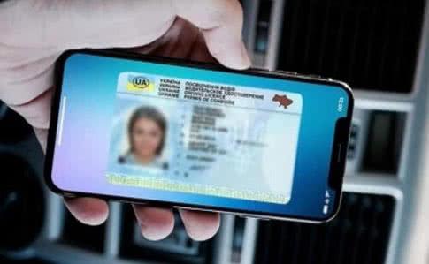 Електронні водійські права, доступні завдяки додатку Дія також підлягатимуть вилученню за порушення.