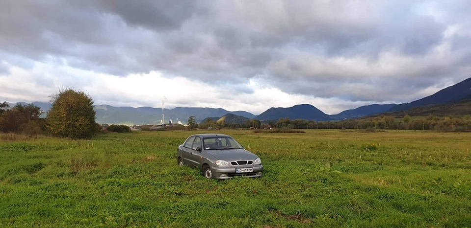 Автомобіль Daewoo на закарпатській реєстрації помітили неподалік словацького міста Ружомберок.
