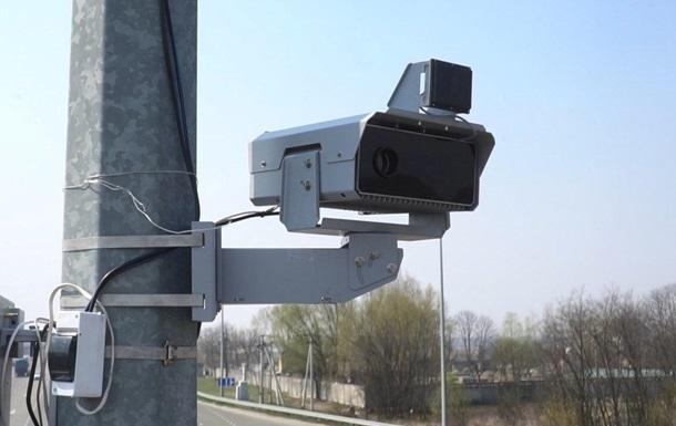 Цього року Нацполіція встановить в Україні ще 220 камер. У МВС кажуть, що завдяки камерам кількість ДТП зменшилася втричі.