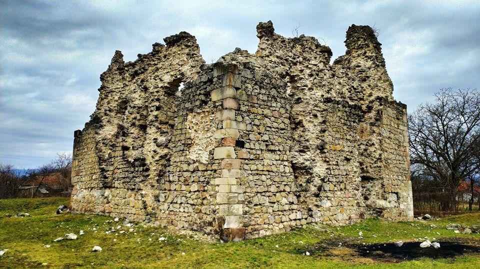 Руїни замку наразі становлять небезпеку для відвідувачів.