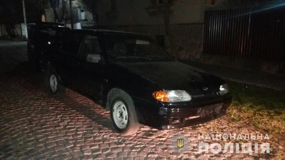Сьогодні, 3 квітня, вночі до поліції надійшло повідомлення про викрадення у Мукачеві автомобіля 69-річного пенсіонера.