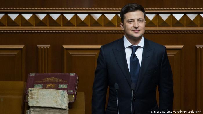 Розпуск парламенту і дочасна відставка прем'єра показали, що парламентсько-президентська форма правління в Україні існує лише на папері. Чому все посипалося з першого дня президентства Зеленського?