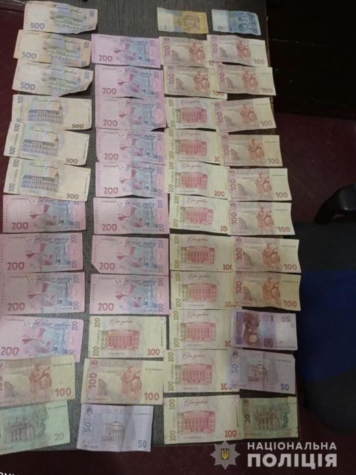 Чоловік викрав у працівниці кафе 10 тисяч гривень