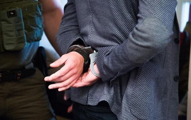 Депутата Київської ОДА і ще п'ятьох фігурантів підозрюють у насильстві стосовно підприємців заради отримання грошей.
