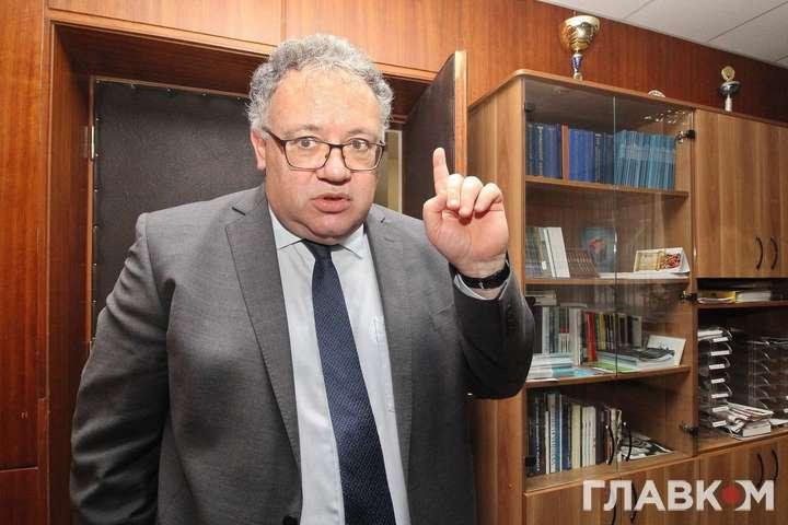 Посол Угорщини Іштван Ійдярто впевнений, що етнічних угорців на Закарпатті змушують вчити занадто багато української мови.