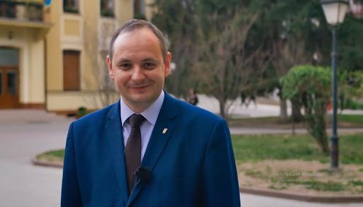Городской председатель Ивано-Франковска Руслан Марцинкив недавно дал поручение вывезти людей ромской национальности из Франковска на Закарпатье.