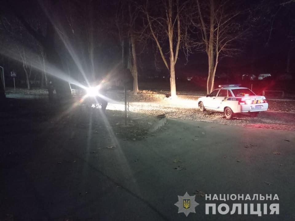 Вчера, 1 марта, около 03.45 часов другой патрульный наряд на улице Окрузна в Мукачево обнаружил мужчину, вытаскивая из шахты кабель.