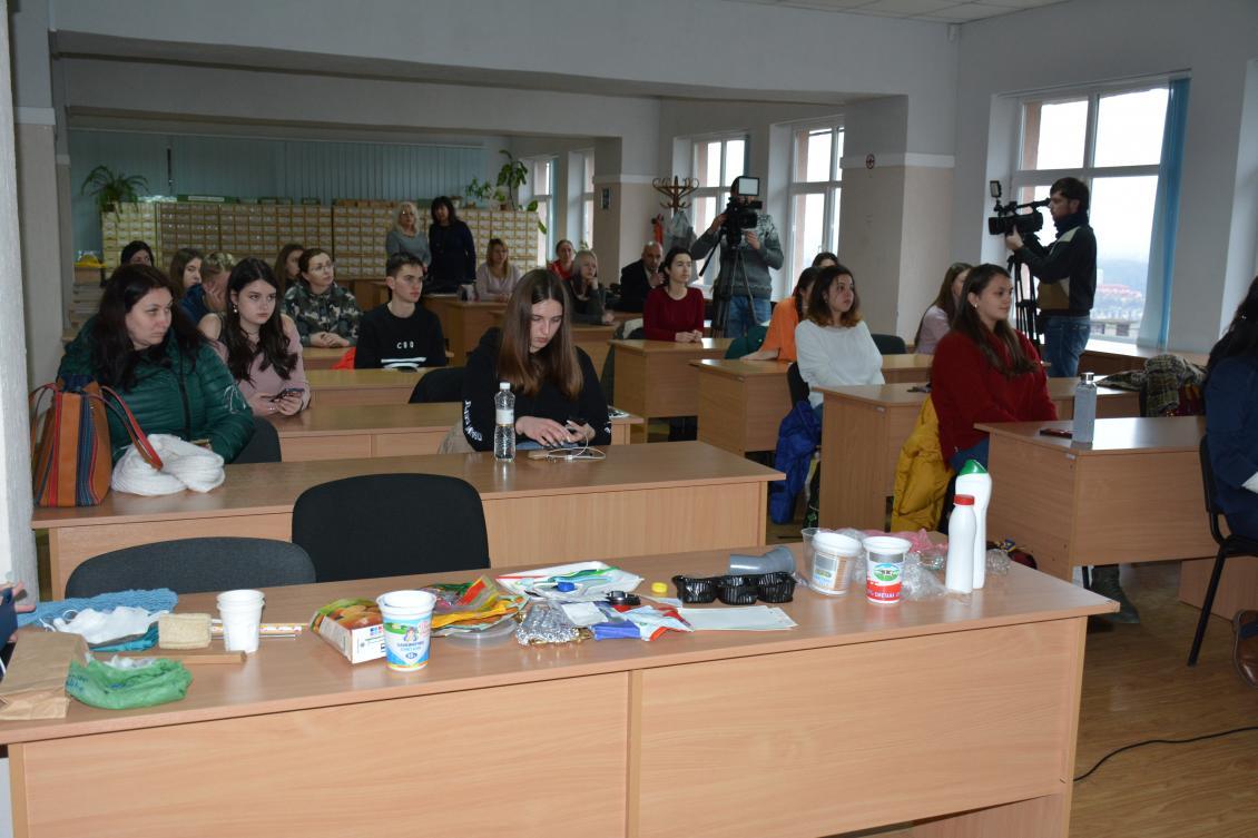 Нещодавно ми дізналися про плани стосовно запровадження проєкту сортування сміття в Ужгородському національному університеті.