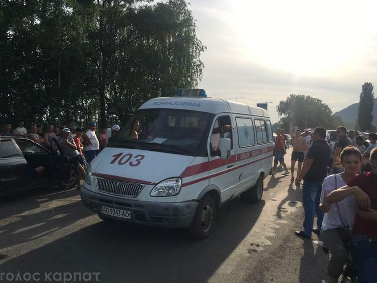 Блокада на Виноградівщині: дорогу розблокували, владі поставили ультиматум