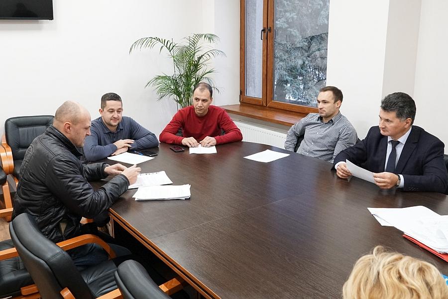 13 протоколів про адміністративні правопорушення розглянули напередодні на засіданні адмінкомісії в Ужгородській міській раді.
