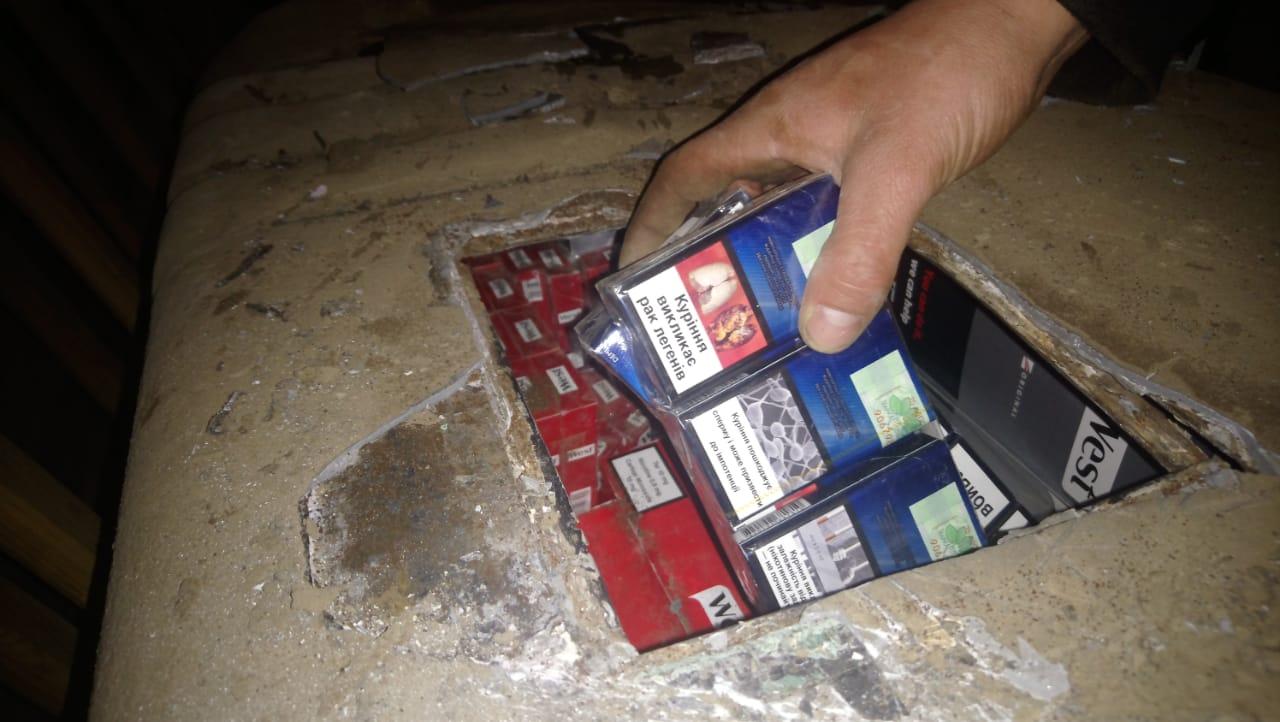 Чималу партію тютюнових виробів, як намагалися незаконно перемістити до Словаччини,  виявили сьогодні прикордонники Чопського загону у пункті пропуску «Малий Березний».