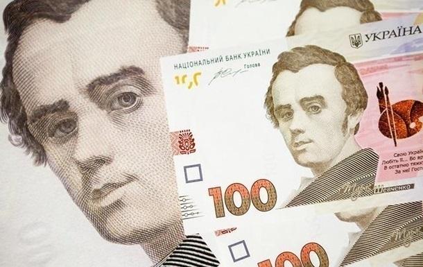 Курс долара на міжбанку в продажу знизився на 13 копійок - до 23,72 гривні за долар, курс у купівлі впав на 12 копійок - до 23,70 гривні за долар.