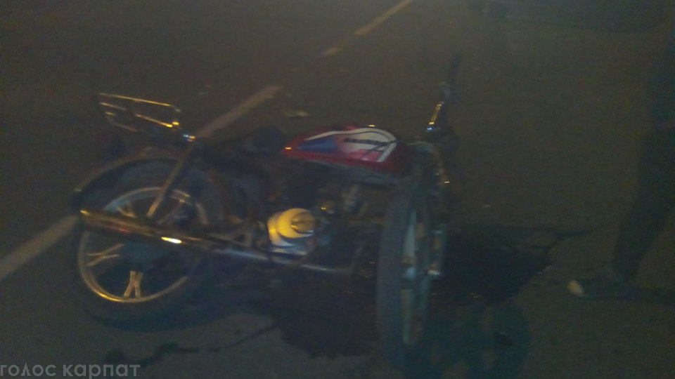 ДТП у Виноградові: мотоцикл врізався у мікроавтобус