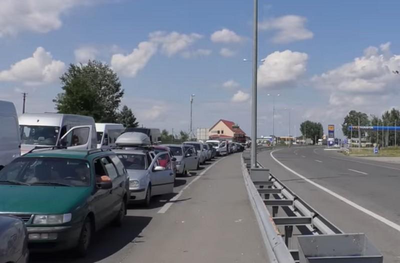 Тут прикордонники нарахували у черзі 120 автомобілів, на митному посту