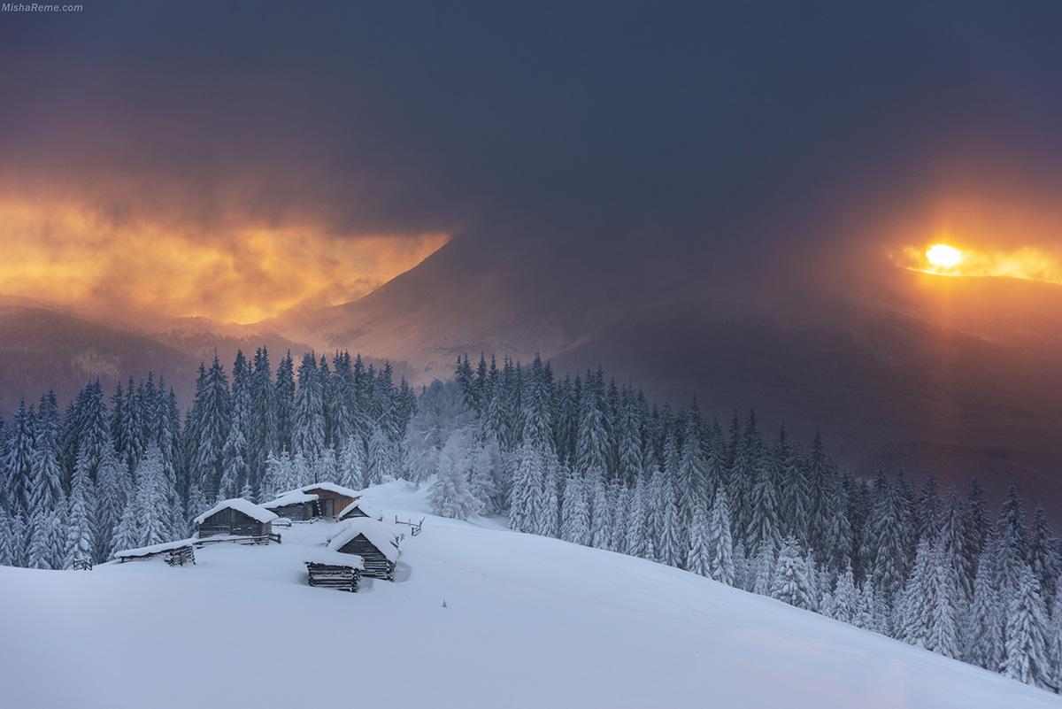 Температура повітря вночі 3-8°, на високогір'ї до 11° морозу, вдень 3° морозу — 2° тепла, в горах місцями до 8° морозу.