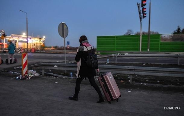 За минулу добу кордон перетнули десять тисяч осіб, а перед Великоднем очікують приїзд понад 200 тисяч українців.