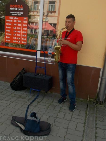 Протягом останнього десятиліття саксофоніст грав майже у всіх країнах Європи.