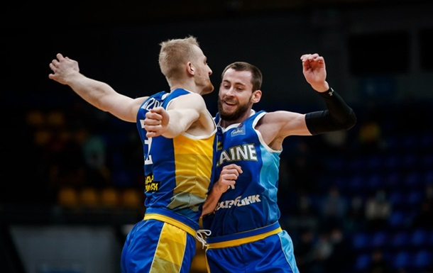 Українські баскетболісти з першого місця в групі пробилися на Євробаскет-2022.