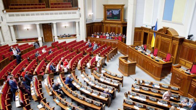 Перше засідання Верховної Ради призначено на 29 серпня. Таке рішення ухвалили на засіданні підготовчої депутатської групи.