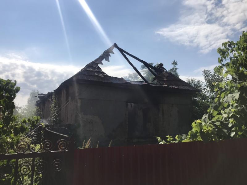 04 липня о 08:25 до рятувальників м. Мукачево надійшло повідомлення про загорання житлового будинку на вул. Гагаріна, що у с. Страбичово.