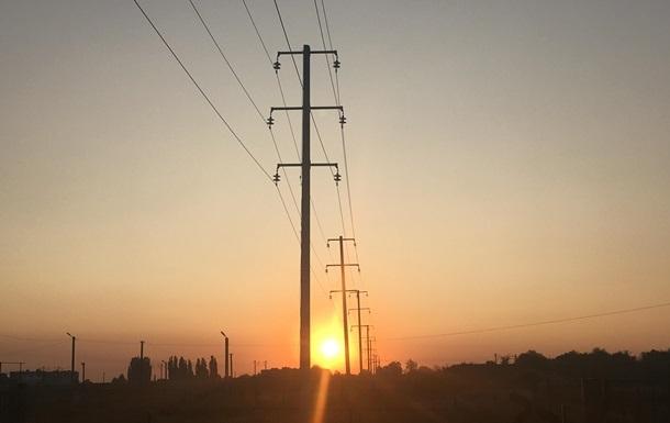 До кінця березня в Україні діятиме єдина ціна на електроенергію, тоді як раніше за споживання менше 100 кВт платили майже вдвічі менше.