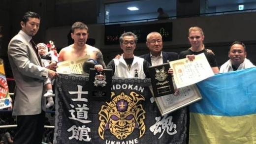 Очільник Закарпатської федерації Шидокан-карате Михайло Годинець переміг японця Norifumi Usui на професійному турнірі з кікбоксингу в категорії 90 кг.