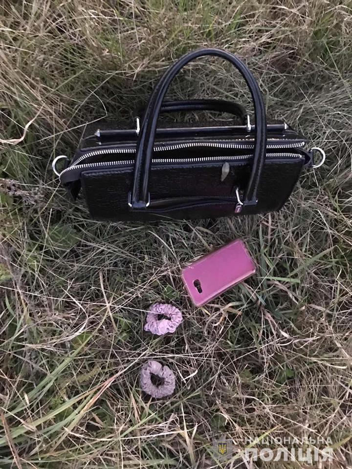 На вулиці Августина Волошина у місті Хуст 17-річний юнак пограбував жінку.