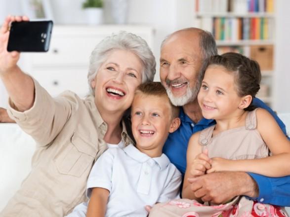 Папа Римський Франциск повідомив про намір запровадити день для вшанування бабусь та дідусів.