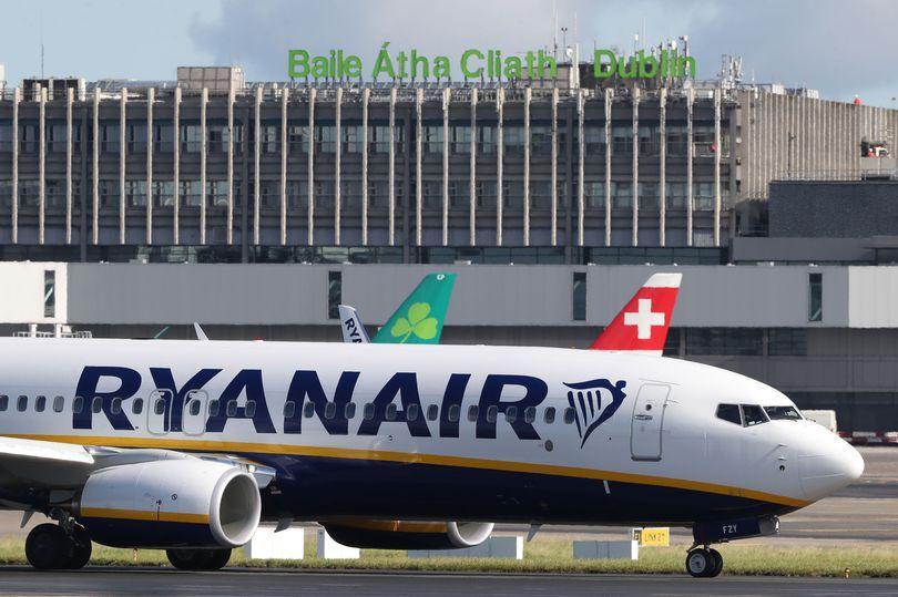 Літак, який летів із Дубліна на Ібіцу, здійснив екстрену посадку через масову п'яну бійку на борту