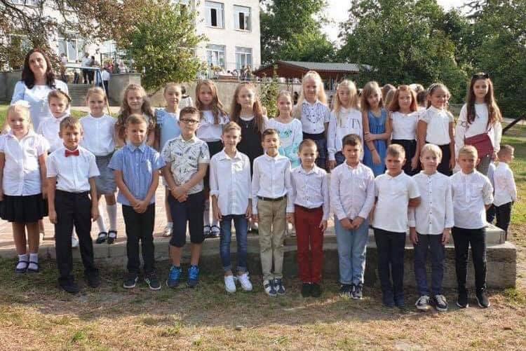 Учні 4-В класу передали 2800 гривень.