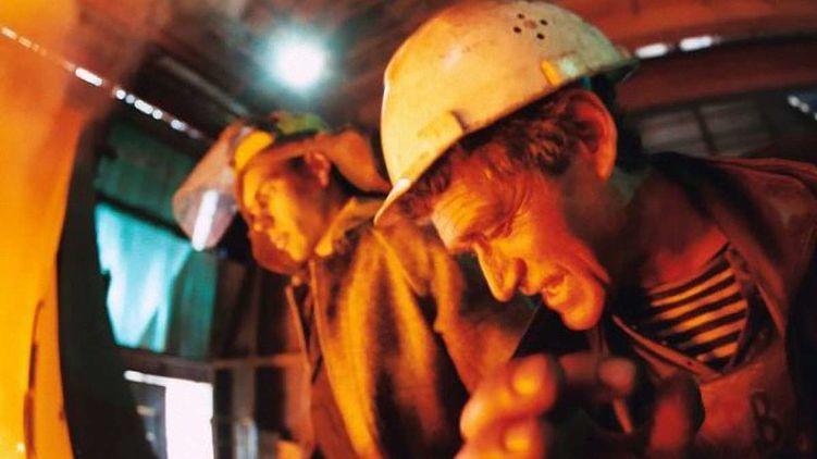Недавні прогнози експертів про прийдешній обвал цін на залізну руду і металургійну продукцію, а це в цілому - більше 30% всього нашого експорту і близько мільярда доларів на місяць валютної виручки, починають збуватися.