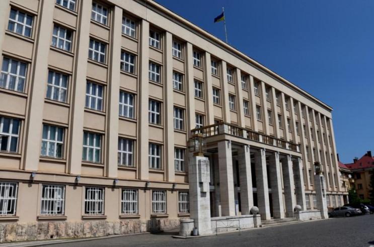 В сесійній залі Закарпатської обласної ради розпочалось третє пленарне засідання першої сесії.