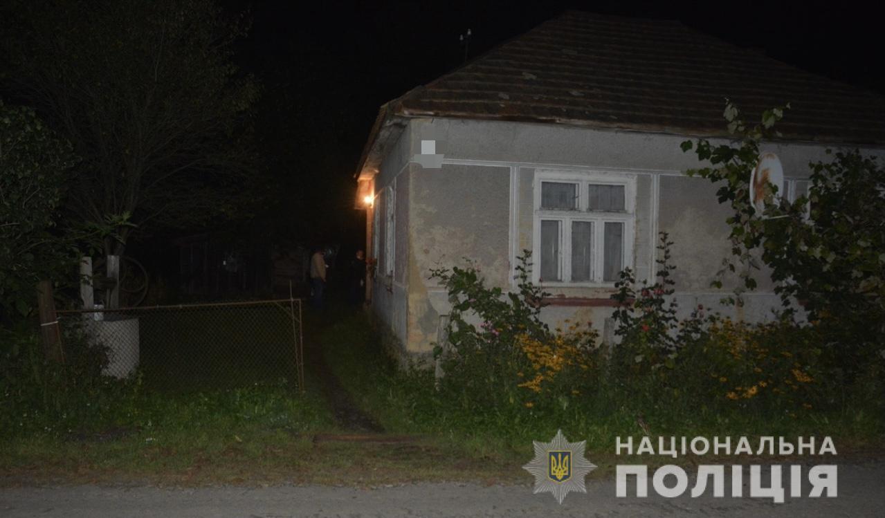 Як повідомляють у відділі комунікації поліції Закарпаття, 31-річна жінка поранила ножем свого співмешканця під час розпивання спиртного.