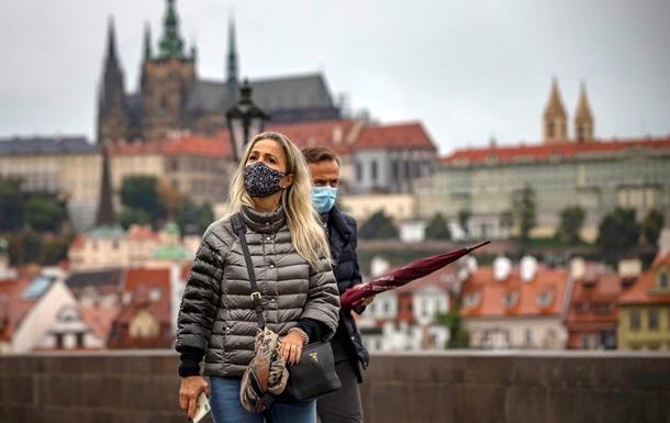Чехія лідирує в Європі за кількістю заражень на душу населення. Там вже майже 15 тисяч заражень на добу за неповних 10 млн населення.