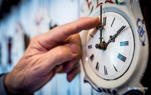 На всій території України має діяти київський час, підкреслили в уряді.