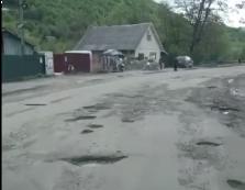 Дорога до одного з закарпатських ПП лякає туристів (ВІДЕО)
