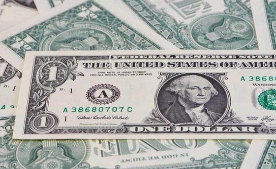 К закрытию межбанке американский доллар в покупке подорожал на 10 копеек, в продаже — на 11 копеек.