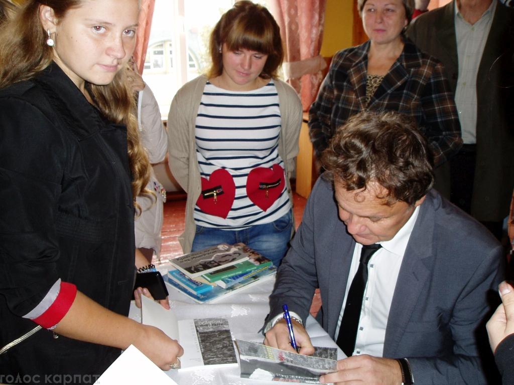 Творча зустріч із іменитим земляком відбулася в Міжгір'ї на запрошення дирекції місцевої ЗОШ №1.