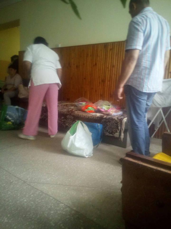 Бізнес у лікарні Виноградова: торговий ряд влаштували прямо в будівлі, - активісти (ФОТО)