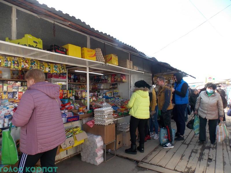 Рішення про закриття на Закарпатті усіх магазинів, крім продуктових, аптек та АЗС, багатьма приватними підприємцями ігнорується.