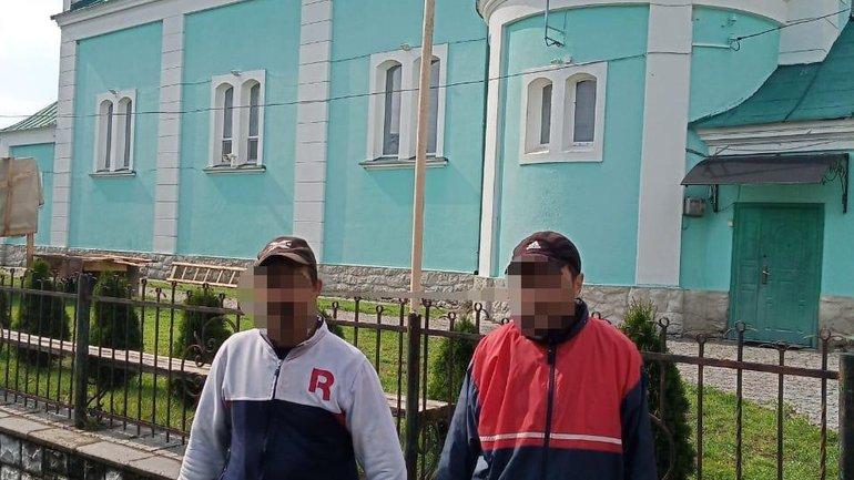 Поліцейські викрили двох злодіїв, які протягом тижня грабували складське приміщення Покровського храму с. Залужжя Мукачівського району Закарпатської області.