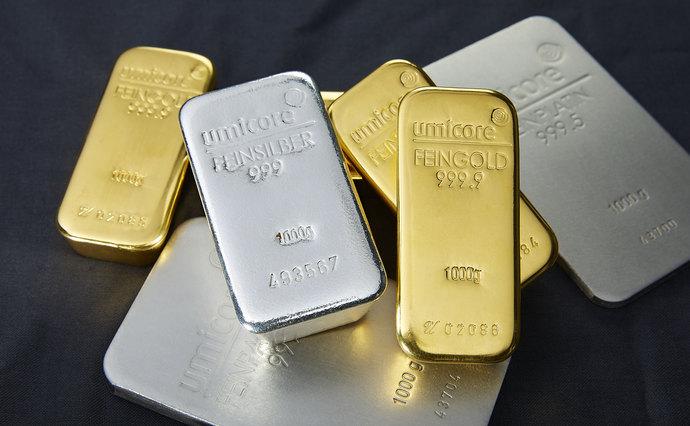 Золото може подорожчати до рекордних 2 тисяч доларів за унцію на тлі заходів для обмеження негативних наслідків пандемії коронавірусу.