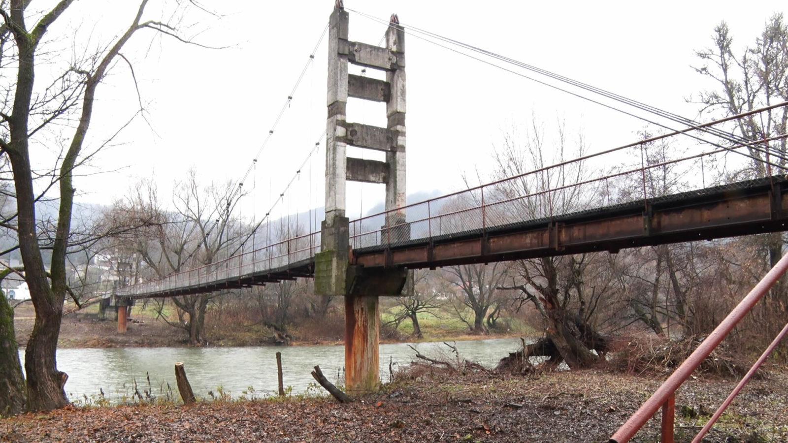 На Перечинщині відремонтували аварійний міст між залізничною станцією та селом